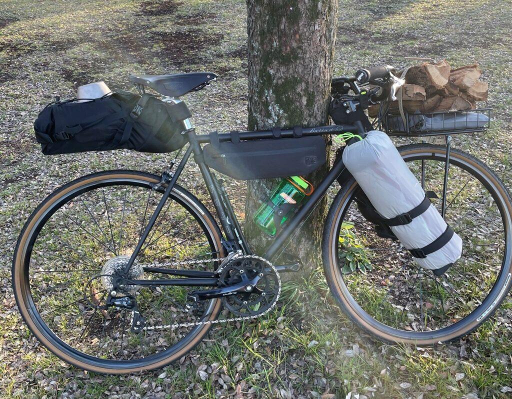 自転車キャンプ バイクパッキング キャリアスタイル キャンプツーリング